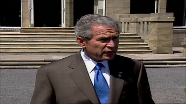 stockvideo's en b-roll-footage met george w bush statement from gleneagles pool audio track 1 fx / audio track 2 fx scotland gleneagles ext george w bush along to microphones 00235316... - george w. bush
