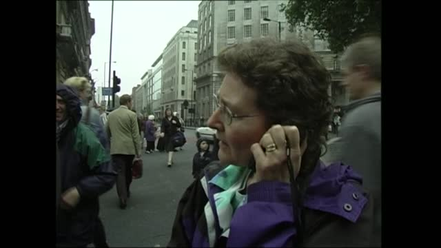 news openender clean feed: 17.30 - 19.00; england: london: ext mark austin live ex trafalgar square very little traffic on whitehall pull out austin... - city of london stock videos & royalty-free footage