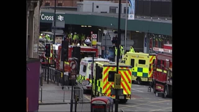 news openender clean feed: 17.30 - 19.00; king's cross: fire van towards at kings cross emergency service vehicles in road - exploding stock videos & royalty-free footage