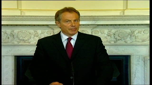 tony blair statement in downing street; pool audio track 1: fx / audio track 2: fx 00:43:01:12 - 00:47:28:06 fx/fx england: london: downing street:... - prime minister点の映像素材/bロール