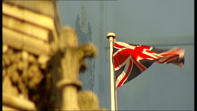 senior mi5 officer gives evidence t11101002 england london royal courts of justice ext union jack flag flying on mast court building and blue sky... - イギリス情報局保安部点の映像素材/bロール