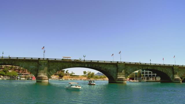 ws, pan, london bridge and lake havasu, lake havasu city, arizona, usa - fan palm tree stock videos & royalty-free footage