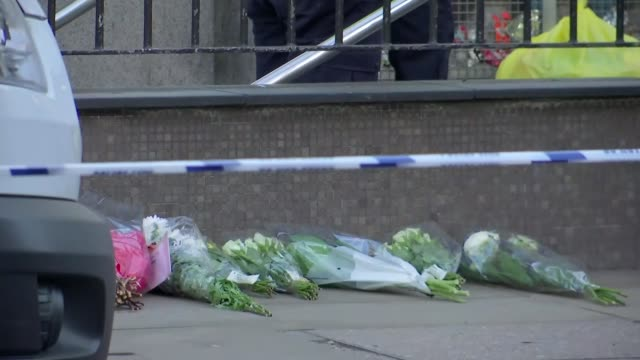 mourners attend vigil as political row continues england london london bridge gv crowds along bridge and city of london police officers away... - halle gebäude stock-videos und b-roll-filmmaterial