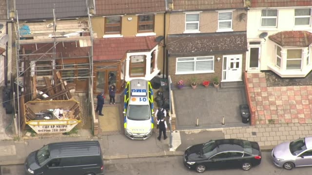vídeos de stock, filmes e b-roll de police make more arrests / footage of attackers being shot emerges; ilford: ext air view / aerial police officers outside house following police raid - ilford