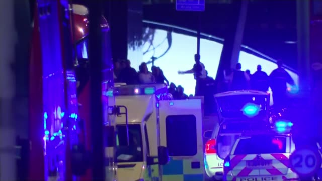 vidéos et rushes de seven killed and 48 injured; london bridge: ambulances and police vehicles with people running and police officers guiding people as sirens heard sot... - london bridge angleterre