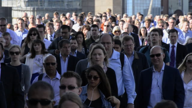 london bridge commuters - large group of people stock videos & royalty-free footage