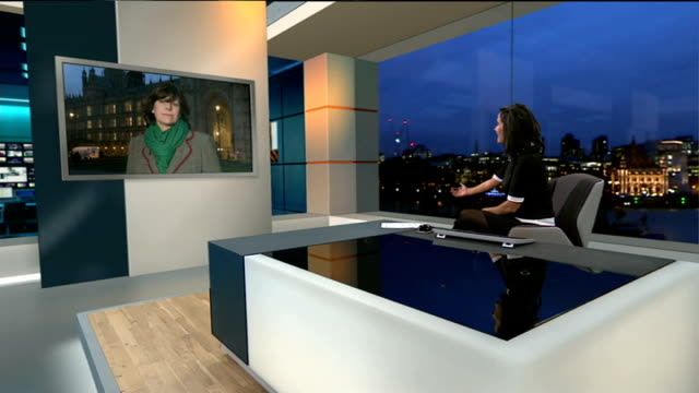 london bridge station disruption england london gir claire perry mp 2way interview ex westminster sot cutaway stills passengers crowded onto... - nina hossain video stock e b–roll