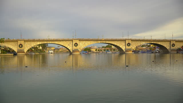 london bridge tourist attraction lake havasu arizona desert - bridge built structure stock videos & royalty-free footage