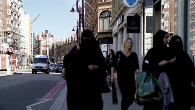 london brompton road scene - hijab stock videos & royalty-free footage