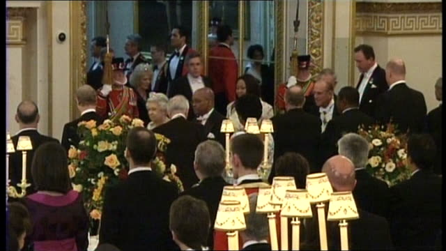 buckingham palace: int jacob zuma along with queen elizabeth ii at state banquet nompumelo ntuli standing between prince philip, duke of edinburgh... - state dinner stock videos & royalty-free footage