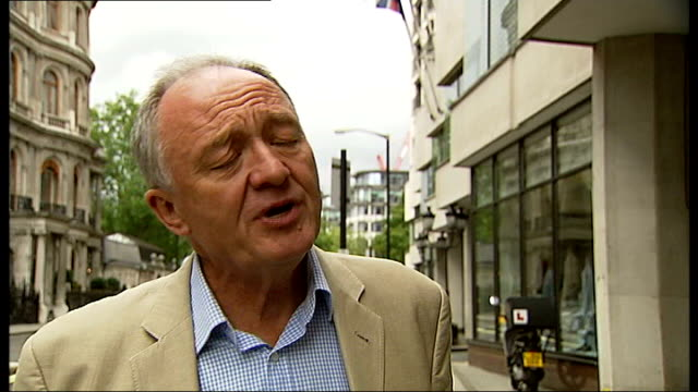 stockvideo's en b-roll-footage met london bus and tube fares rise by 6 per cent ext single decker bus along past city hall ken livingstone interview sot - ken livingstone