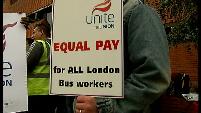 vídeos y material grabado en eventos de stock de london bus drivers stage twentyfour hour strike over pay dispute england london westbourne park ext various of london bus drivers on strike chanting... - placard