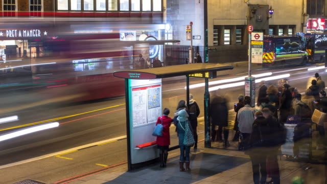 london buses - timelapse - bushaltestelle stock-videos und b-roll-filmmaterial