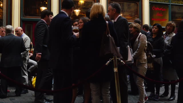 London Business People Meeting For A Drink In Leadenhall Market (4K/UHD to HD)