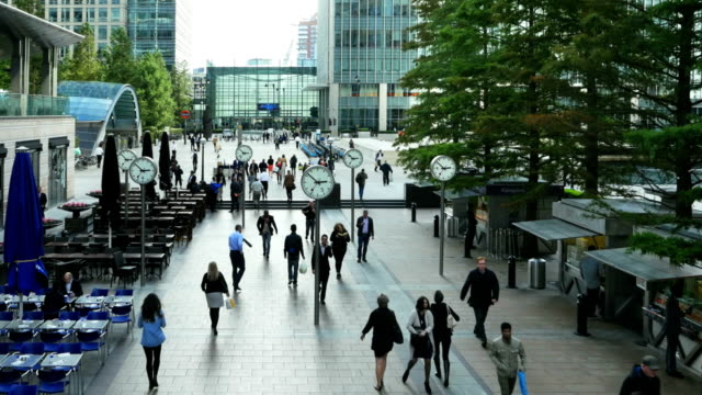 vídeos de stock, filmes e b-roll de london canary wharf reuters plaza (4 km/uhd para hd) - praça