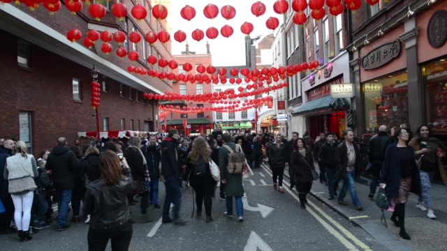vídeos de stock, filmes e b-roll de london celebrates chinese new year the celebrations are the largest outside asia performers celebrate the year of the monkey on february 14 2016 in... - símbolo conceitual