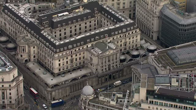 london city aerials aerials of bank of england boe and london's business district financial district skyscrapers on november 11 2014 in london england - バンク オブ イングランド点の映像素材/bロール