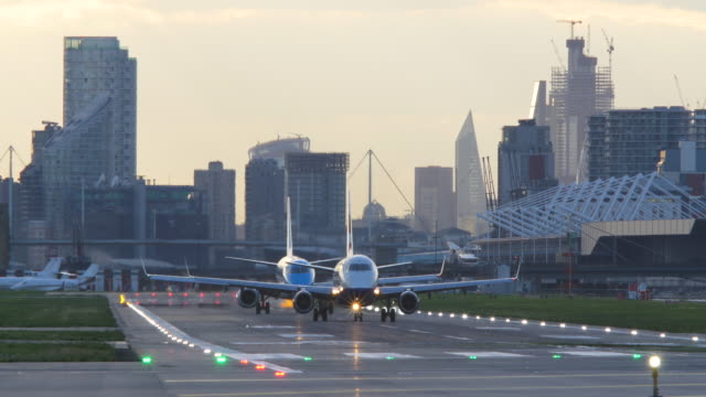 london city airport runway evening - taxiing stock videos & royalty-free footage