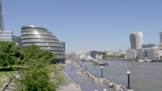 vidéos et rushes de pan london city hall to financial district - hospital corpsman