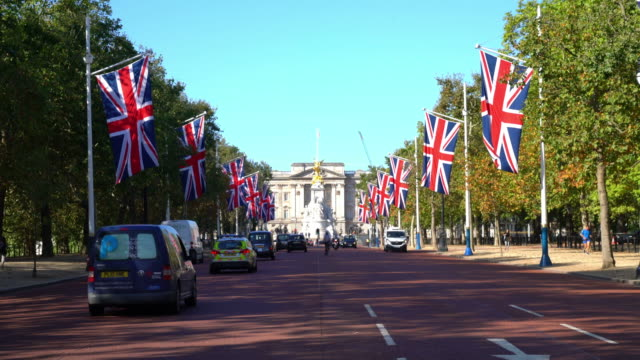 london city in united kingdom - palacio stock videos & royalty-free footage