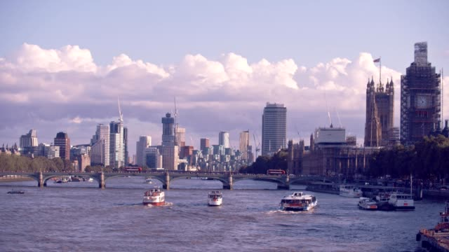 london cityscape thames river - parliament building stock videos & royalty-free footage