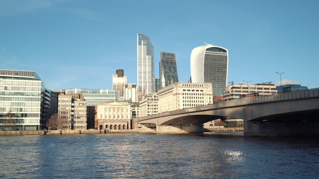 london cityscapes - bridge built structure stock videos & royalty-free footage