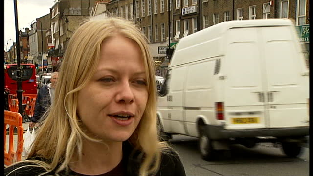 vídeos de stock e filmes b-roll de london councillor moves to arizona and continues to claim monthly allowance; england: london: kentish town: ext sian berry interview sot berry and... - kentish town