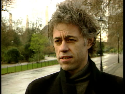 vidéos et rushes de london sir bob geldof interviewed sot the lyrics were the key not many songwriters can have expressions move into the language and you've forgotten... - rock moderne