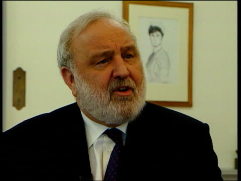 department of health frank dobson mp interview sot during this period when there is pressure on health service emergency cases must come first and... - 女性患者点の映像素材/bロール