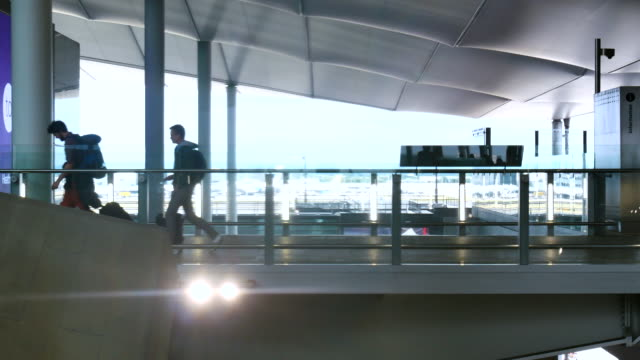 4 K London Abreise & Ankunft, Bewegung der Passagiere am Flughafen