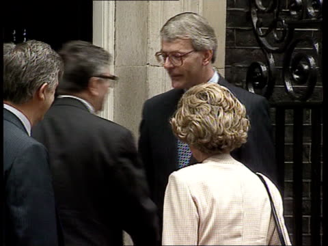 london downing st official limousine parked outside no 10 zoom in as pm john major shakes jacques delors and douglas hurd mp shakes delors and pose... - douglas hurd stock-videos und b-roll-filmmaterial