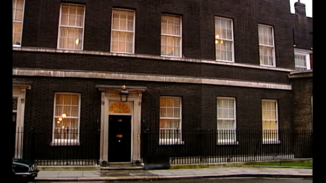 downing street ext general view of number 10 door of number 10 - gesamtansicht stock-videos und b-roll-filmmaterial