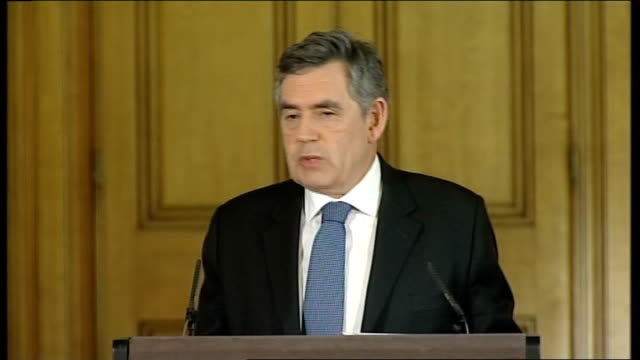 vidéos et rushes de downing street: int general views gordon brown mp monthly downing street press conference gordon brown mp press conference sot - for the operation... - claw