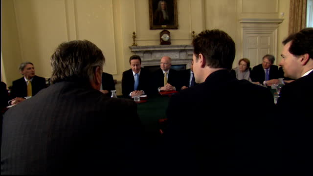 stockvideo's en b-roll-footage met london downing street number 10 int general view government ministers around table for first conservativeliberal democrat coalition cabinet meeting... - prime minister