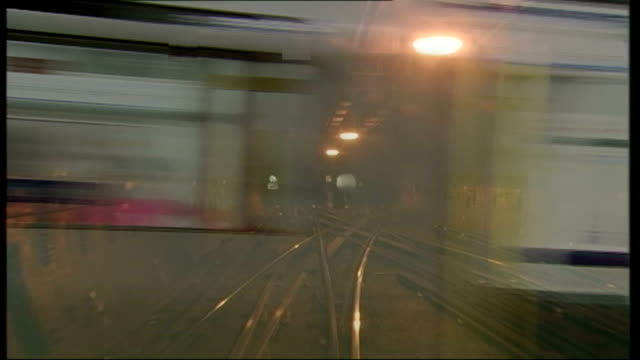 edgware road: int side view of tube train along past dissolve to slow motion graphicised sequence tube train / tube passengers dissolve to tube train... - großbuchstabe stock-videos und b-roll-filmmaterial