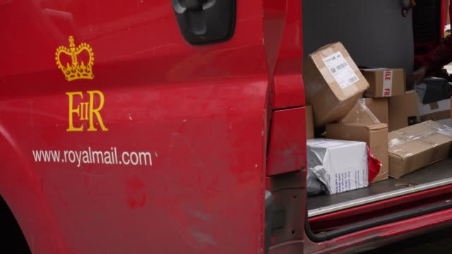 london england april 1st uk postal service the royal mail keep delivering post during the coronavirus pandemic at coronavirus outbreak in london on... - ロイヤルメール点の映像素材/bロール