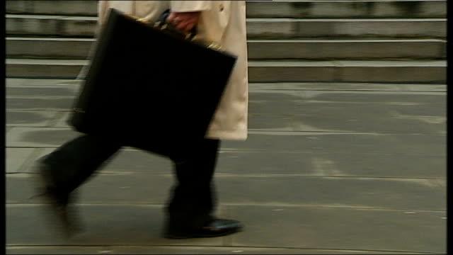 vidéos et rushes de anonymous shots city workers along with briefcases - porte documents