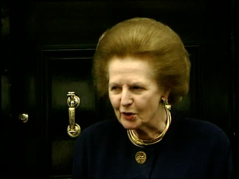 vidéos et rushes de london ext baroness thatcher towards to speak to press baroness thatcher press conference sot - senator pinochet was a staunch friend of britain... - prime minister