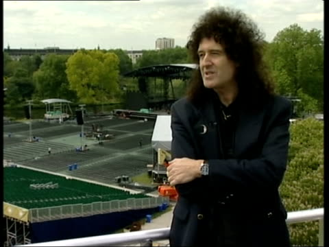 london buckingham palace temporary buildings outside palace for golden jubilee celebrations brian may along on roof of buckingham palace brian may... - golden jubilee stock videos & royalty-free footage