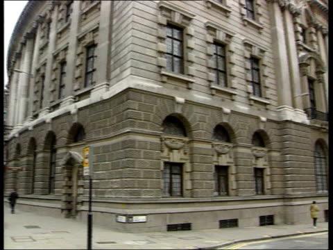london ext gv court building entrance to court - kenneth noye stock videos & royalty-free footage