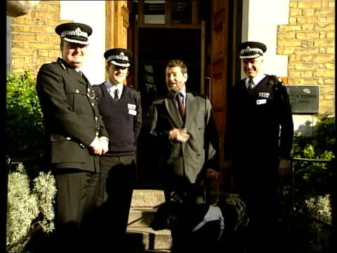 LIB ENGLAND London EXT Home Secretary David Blunkett MP posing with police officers Blunkett LIB Blunkett along with Metropolitan Police Commissioner...