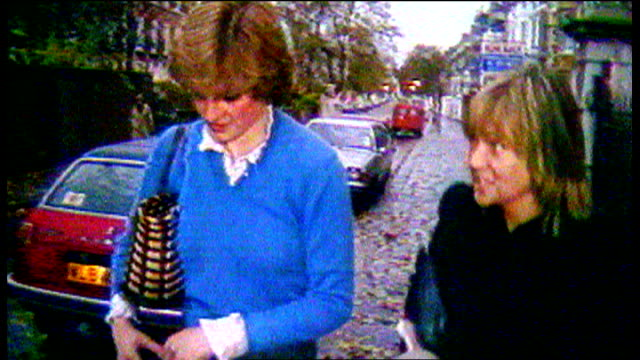vidéos et rushes de london: ext lady diana spencer along with itn reporter carol barnes - suit
