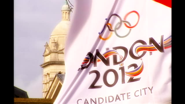 london: ext london 2012 banner with logo 'london 2012' unfurling down front of tate modern as london launches bid for 2012 olympics - bid stock videos & royalty-free footage