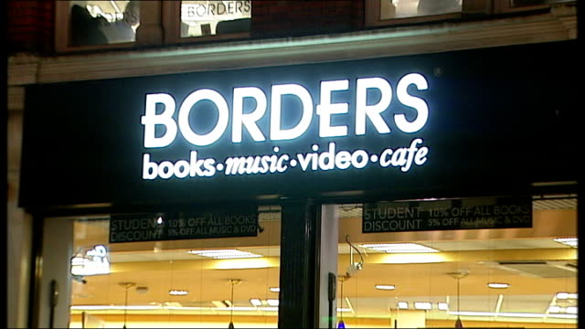 vídeos y material grabado en eventos de stock de general view of borders bookstore close up of borders sign books displayed in shop window people browsing books - borders books