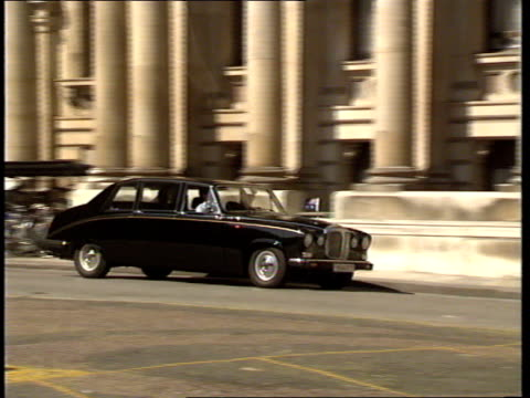 07 england london prime minister margaret thatcher waiting/ limousine arrives/ bob hawke australian pm from car and greeted/ hawke onto platform/ all... - bob hawke stock videos and b-roll footage