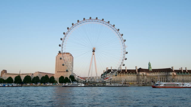 t/l london eye from embankment at dusk, london, england - big wheel stock videos & royalty-free footage