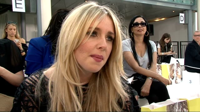 stockvideo's en b-roll-footage met bora aksu / sass bide celebrity interviews and catwalk shots diana vickers interview sot on her outfit sass bide / designing for very / writing her... - dameskleding