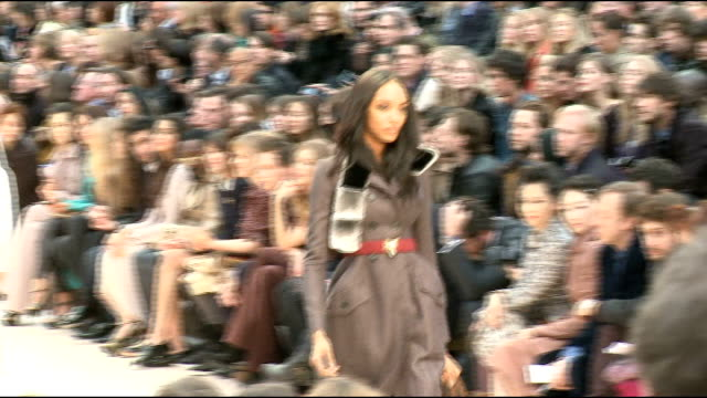 vidéos et rushes de burberry prorsum autumn winter 2012 int general views of burberry show featuring female and male models on catwalk including shots of front row /... - burberry prorsum