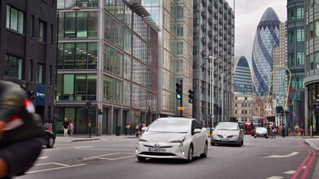 london financial district, city, traffic - car stock videos & royalty-free footage