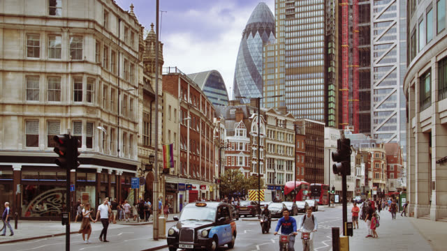 london financial district. standard life building. traffic. pedestrian. business downtown. hotel - facade stock videos & royalty-free footage